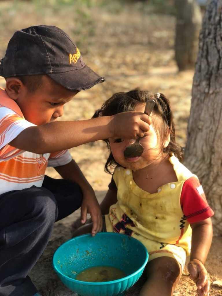 Bambini alla fame in Venezuela